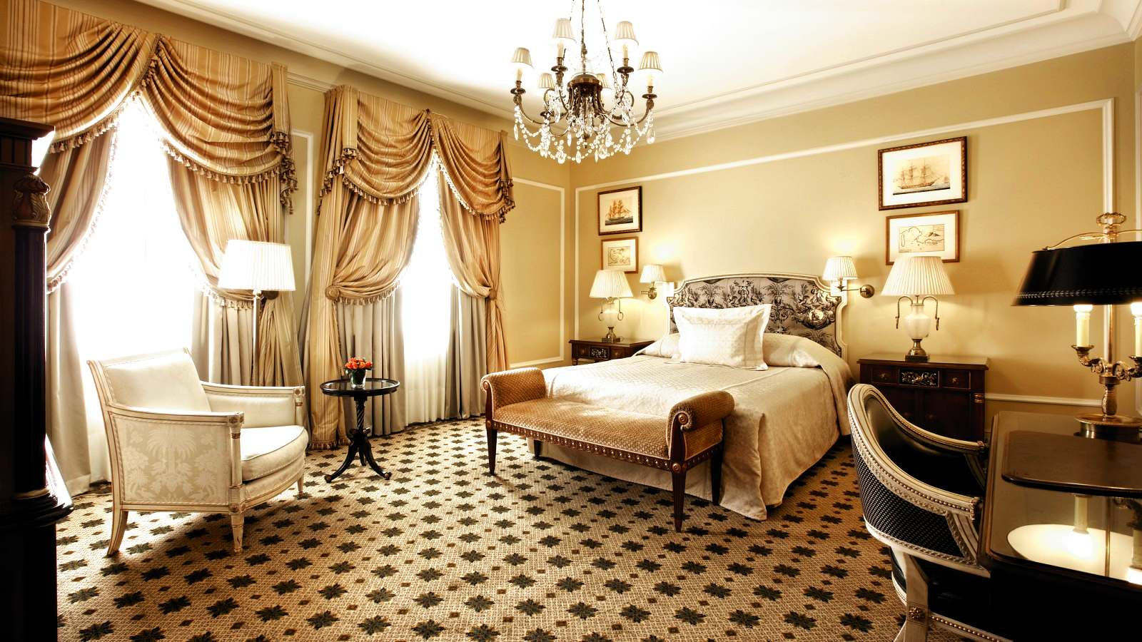 High speed internet available in all hotel rooms at Hotel Grande Bretagne in Athens_Deluxe room